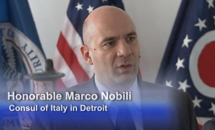 Il Console Marco Nobili in un momento della cerimonia di restituzione ( video ICE DHS)